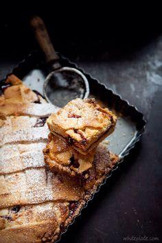 Ciasto kruche z serem i dżemem truskawkowym