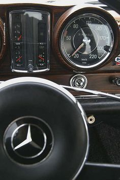 - Mercedes-Benz S-Class - The Best or Nothing.😍 - The Hauntingly Beauty.😘 - Beauties I grew up with. Mercedes Benz Coupe, Mercedes Benz Models, Jet Packs, Classic Motors, Classic Cars, Mercedes Interior, Merc Benz, Commercial Van, Daimler Benz