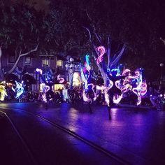 Paint the night parade #disneyland #paintthenight #paintthenightparade #mainstreet by honus523