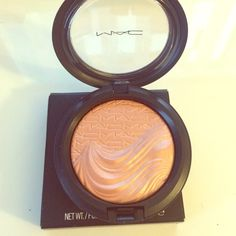 MAC Extra Dimension Skinfinish - Fairly Precious Brand new in box, never used. Authentic. NOTE: This item is marked as a sample. MAC Cosmetics Makeup Luminizer