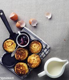 Kuohkeat raejuustopannukakut | Kotivinkki Cottage Cheese Pancakes, Healthy Snacks, Healthy Recipes, Griddle Pan, Food Hacks, Food Tips, Baby Food Recipes, Food Styling, Breakfast Recipes