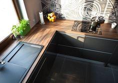 Arbeitsplatten für die Küche holzoptik laminat anthrazitgraue fronten waschbecken