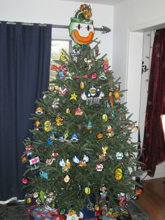 #Mario Christmas Tree Portal Christmas Tree, Christmas Tree Game, Kids Christmas, Fun Christmas Photos, Perler Bead Mario, 8bit Art, Santa Decorations, Lego, Christmas Tree Ornaments