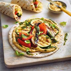 Grilled vegetable wraps with hummus recipe WW Germany - Grilled vegetable wraps with hummus recipe Weight watchers - Veggie Recipes, Vegetarian Recipes, Cooking Recipes, Healthy Recipes, Healthy Food, Comida Diy, Eat Smart, Vegan Dinners, Soul Food