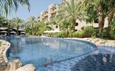 Suuri ja ylellinen hotelli rannalla. Hotellin sijainti on täydellinen ja näkymä Punaisellemerelle upea. Hotellin omalla rannalla voit ilman häiriöitä uida joko altaissa tai meressä. www.apollomatkat.fi