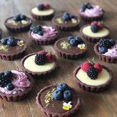 Tart Recipes, Sweet Recipes, Dessert Recipes, Mini Pastries, Cheese Tarts, Bakery Logo, Pretty Cakes, Mini Cakes, Food Truck
