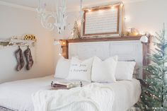 Tiffini's natural wood planked ceiling - Jennifer Rizzo