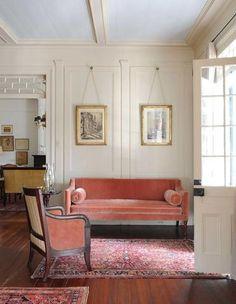 Artwork For Home Decoration Interior Trim, Interior Rugs, Interior Design Tips, Cafe Interior, Interior Inspiration, Design Inspiration, Pink Velvet Couch, Pink Couch, Dark Interiors