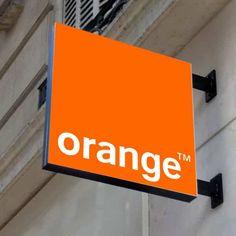 1001 copies étudie, fabrique et pose votre enseigne lumineuse drapeau sur la façade de votre entreprise sur Voiron, Grenoble, Chambéry, Rhône-Alpes et Isère