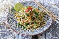 Qooking.ch   Pad thaï végétarien Ramen, Asian, Chicken, Ethnic Recipes, Food, Cooking School, Asian Cuisine, Vegetarian Pad Thai, Traditional