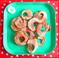appelchips. 2 appels, kaneel en een appelboor. Zet de oven op 100 graden. Haal het klokhuis eruit, appels in plakje snijden. Met kaneel besprenkelen en 90 minuten in de oven. What To Cook, Kids Meals, Healthy Living, Goodies, Mexican, Favorite Recipes, Sweets, Healthy Recipes, Cupcakes