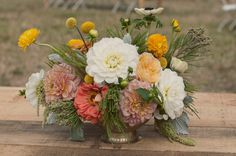 floral design by the green dandelion photo by @The Weaver House