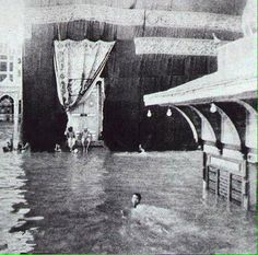 Rare and Unseen images of Holy Kaaba and Prophet's Mosque (Masjid Al-Nabwi) Islamic Images, Islamic Pictures, Islamic Art, Old Pictures, Old Photos, Islamic Phrases, Historical Pictures, Islamic Quotes, Mecca Madinah