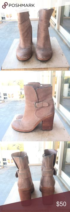 ⚜️Sam Edelman Perry Suede Ankle Boot Size 6.5 Sam Edelman Perry Bootie has some wear on the back where my jeans rubbed off on the material but this could probably be cleaned off. Size 6.5 Sam Edelman Shoes Ankle Boots & Booties
