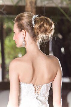Inspiração para noivas: penteados de princesas, com um certo quê de Grace Kelly.