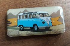 droom je er ook van om de mooiste plekjes te ontdekken in je Volkswagen busje... Of misschien ben je al wel de gelukkige bezitter van zo een gaaf exemplaar... Hoe dan ook, deze magneet set wil je gewoon hebben. Butter Dish, Volkswagen, Om