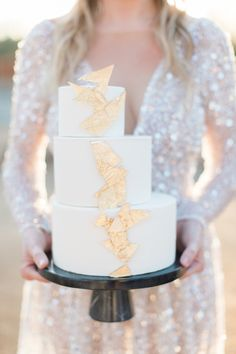 "From the editorial ""Who Knew Southern Blooms in the Desert Was Such an Epic Combo!"" This couple's cake was adorned with gold foil and was the PERFECT dessert option for this stunning desert wedding. All details on SMP! Photography: @katiejphoto #weddingcake #goldfoil #uniquecakeidea #bohocake #glamcake #weddingcakeideas"