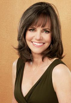 Sally Field is an American actress known for TV and film roles such as Gidget, T. - Sally Field is an American actress known for TV and film roles such as Gidget, The Flying Nun, Smok - Mom Hairstyles, Pretty Hairstyles, Medium Hair Styles, Short Hair Styles, Great Hair, Hair Today, Hair Dos, Cut And Color, Beauty Hacks