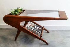 Mid-century furniture: Let's fall in love with the most dazzling mid-century lighting design in this amazing mid-century modern interior | www.delightfull.eu/blog #WoodworkingPlansMidCentury #midcenturyfurniture