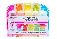 kaleidoscope ice tie-dye tutorial shows you how easy it is to use Tulip tie dye to create cool kaleidoscope tie-dye effects with ice. Ice Tie Dye, Tie Dye Kit, Tulip Tie Dye, Pastel Tie Dye, Diy Tie Dye Designs, Tie Dye Folding Techniques, Ty Dye, Tie Dye Tutorial, Sharpie Tie Dye