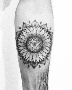 Sunflower Mandala Tattoo #tatuaje #brazo #sunflower #girasol #mandala #tattoo
