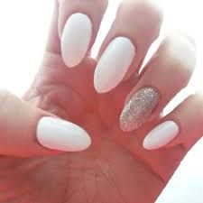 Afbeeldingsresultaat voor white nails + Lilac accent nail