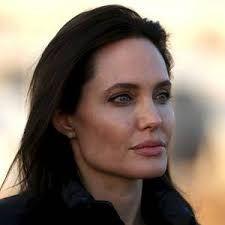 Angelina - http://sip.denik.cz/galerie/naha-angelina-jolie.html?photo=4&back=3195013331-4238-56?utm_source=bt&utm_medium=unknown&utm_campaign=molinda&utm_content=galerie