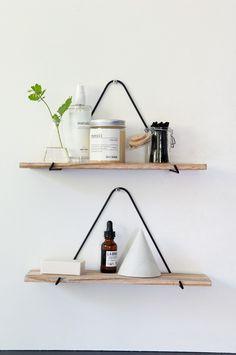 5 kule ideer til badet – løsningene du lager selv Box Shelves, Wall Shelves, Metal Furniture, Diy Furniture, Restroom Remodel, Hacks Diy, Cheap Home Decor, Home Organization, Floating Shelves