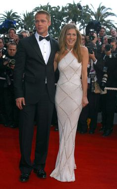 Brad Pitt: That& what he says about the Jennifer Aniston rumors - Brad Pitt and Jennifer Aniston: Comeback with Jennifer Aniston? Brad Pitt says so now Fans hope for - Brad Pitt Jennifer Aniston, Jennifer Aniston Style, Jennifer Aniston Wedding Dress, Brad Pitt And Jennifer, Jenifer Aniston, Brad Pitt Kinder, Cannes Film Festival, Celebrity Red Carpet, Celebrity Style