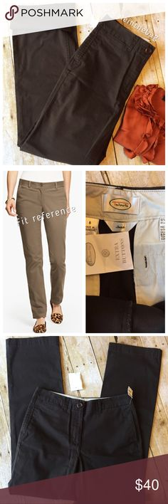 """NWT Talbots Stretch Chino Flat Front Straight Leg New condition with tags. 96% cotton 4% lycra. Flat front. 32"""" inseam. 10"""" rise, flat front. Straight leg. Talbots Pants Straight Leg"""