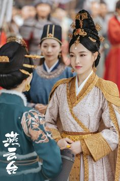 Chinese Style, Chinese Fashion, Chinese Clothing, Traditional Dresses, Asian Beauty, China, Culture, Japan, Costumes