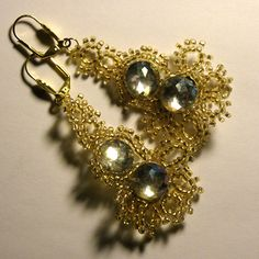 Tutorial : Beaded earrings - I'd switch out to posts or ear wires...maybe expand on this design too.