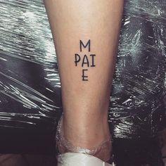 Tatuagem de pai e mãe: 85 opções para registrar esse amor na pele - Sie sind an der richtigen Stelle für geometric tattoo Hier bieten wir Ihnen die schönsten Bilde - Mini Tattoos, Cute Tattoos, Small Tattoos, Awesome Tattoos, Tattoos Familie, Fake Tattoo, Tattoo Ink, Amor Tattoo, Initial Tattoo