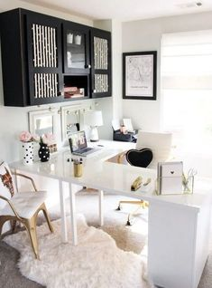 20 Inspirational Home Office Decor Ideas For 2019 - 20 modern office ideas to i. 20 Inspirational Home Office Decor Ideas For 2019 – 20 modern office ideas to inspire you to cre Mesa Home Office, Cozy Home Office, Home Office Space, Home Office Desks, Office Rug, Office Inspo, At Home Office Ideas, White Desk Office, Office Spaces