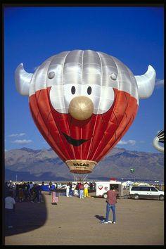 Hagar the Horrible Flying Balloon, Air Balloon Rides, Hot Air Balloon, Air Balloon Festival, Vintage Neon Signs, Air Ballon, Balloon Shapes, Air Ride, World Photo