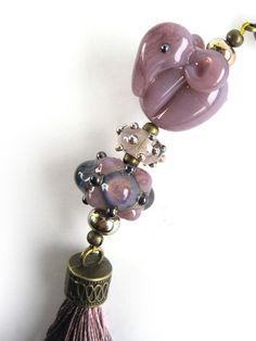 Kette handgefertigte Lampwork-Glasperle Elefant von glückskind-design auf DaWanda.com Glass Jewelry, Jewelry Necklaces, Beaded Necklace, Clay Beads, Lampwork Beads, My Glass, Glass Art, Lampworking, Bead Art