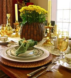 really love so much about this-- amber glassware, straw baskets, white everyday dishes as charger formore formal