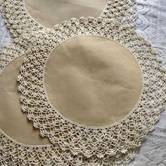 Alıntı Diğer hasaplarim 👇👇👇👇👇👇👇👇👇 Knitting ProjectsKnitting For KidsCrochet Hair StylesCrochet Baby Crochet Gifts, Diy Crochet, Hand Crochet, Irish Crochet, Lace Doilies, Crochet Doilies, Crochet Borders, Crochet Stitches, Knitting Patterns
