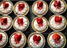 No Bake Strawberry Cheesecake Vegan Sweets, Vegan Desserts, Vegan Recipes, Strawberry Cheesecake, Strawberry Recipes, Baked Strawberries, Baking With Kids, Vegan Cake, Tasty Dishes