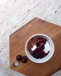 Greek Yogurt with today's toppings  #slowthings#ourcommune#granola#preserves#greekyogurt#그릭요거트#슬로우띵즈#이태원#slowfood
