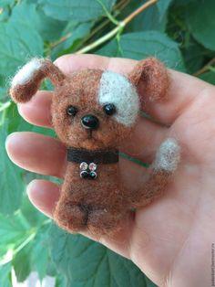 Купить Брошь войлочная «Собачка» - бежевый, собака игрушка, песик, песик войлочный, войлочный пёсик