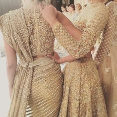 Faraz Manan is a famous Pakistani fashion designer whose designs speak for itself. This elegantly exquisite lehnga choli in nude/gold tones is Pakistani Couture, Indian Couture, Pakistani Bridal, Indian Wedding Outfits, Pakistani Outfits, Indian Attire, Indian Ethnic Wear, Ethnic Fashion, Asian Fashion