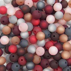 Perlenmix: bordeaux-rot-braun-rosa Bordeaux, Easter Eggs, Design, Get Tan, Red, Bordeaux Wine
