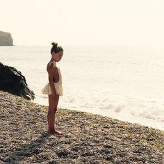 Last summer... Esta semana he recibido un detalle de @oministudio presentándome su nueva colección... Ideal  como la anterior!  y me ha venido a la mente Jimena con su bañador de flamencos del verano pasado.... Quiero verano! Quiero sol!! Quiero playa!!! Quiero vacacionesssssss  #kids #beach #summer #ig_kids #childhood #littleandbrave #candidchildhood #instalike #kidsfashion #instakids #swimsuit #omini #descalzaporelparque