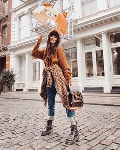 I bearly mind the rain 🐻 there's something magical about it in NYC. What's the weather like today where you live? Grunge Fashion Soft, Soft Grunge, Weather Like Today, Street Style Women, Personal Style, Rain, Vintage Fashion, Hipster, Nyc