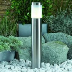 Lampa ogrodowa led Albus Plug-Play Lampa wykonana ze stali nierdzewnej. Słupek wyznaczający ciągi komunikacyjne, podjazdy, ścieżki jako podświetlenie niewielkich roślin i kwiatów. Źródłem jest energooszczędna żarówka led ciepła 12Volt 1 Watt. Lampa zawiera grot do wbijania w ziemię i stopkę do przykręcania do twardego podłoża. W ofercie znajduje się także wyższy model tej lampy o nazwie Atila. $33