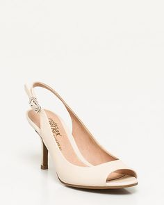 This leather peep toe pump is a timeless style featuring a mid heel for all day comfort. #suiting #suits #work