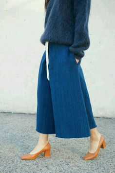These pants are just gorgeous. Love the touch of colour with the shoes. @talarijane