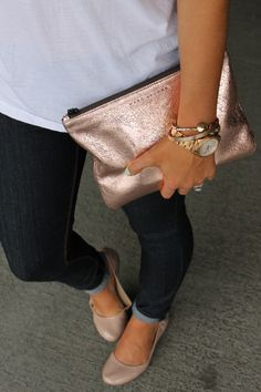If i was to have quite a simple dress like the plain black dress with the slit down the leg I'd go for a clutch like this Marc Jacobs Rose Gold Clutch Rose Gold Clutch, Rose Gold Accessories, Luxury Lifestyle Fashion, Gold Purses, Fashion Beauty, Womens Fashion, White Tees, Dress To Impress, Messenger Bag