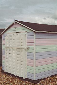 Pastel beach hut - In Need Of Shed Color Ideas? British bunting on a garden shed. A beautiful shabby chic garden shed. Soft Colors, Pastel Colors, Palette Pastel, Painted Shed, Shabby Chic Garden, Shed Colours, Shed Design, Pastel Shades, Dream Garden